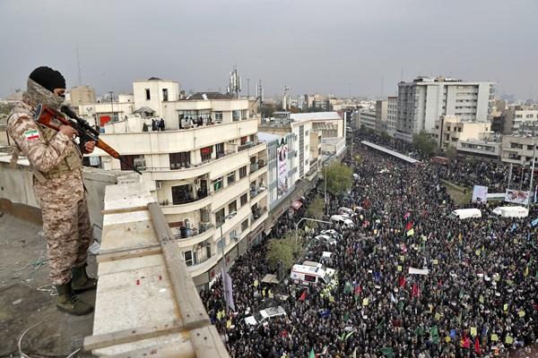Protestas en Irán contra la subida de la gasolina. El movimiento de masas sacude al régimen